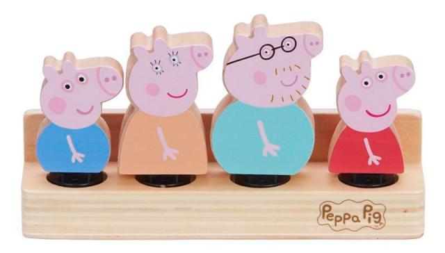 4 FIGURAS DE MADERA FAMILIA PIG